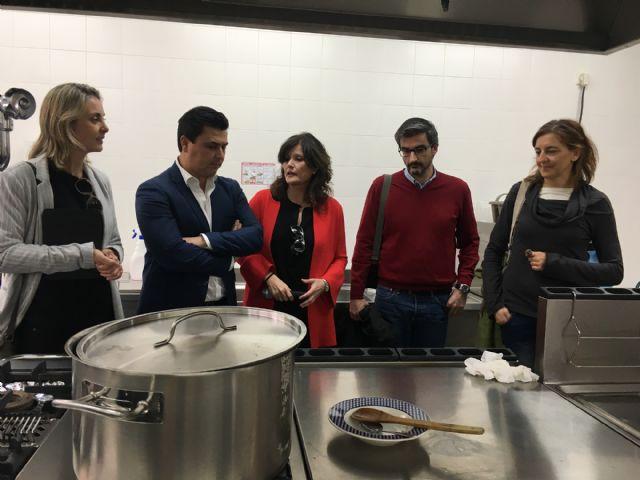 El Ayuntamiento invierte más de 24.000 euros en la compra y puesta en marcha de la cocina del CEIP El Recuerdo - 1, Foto 1