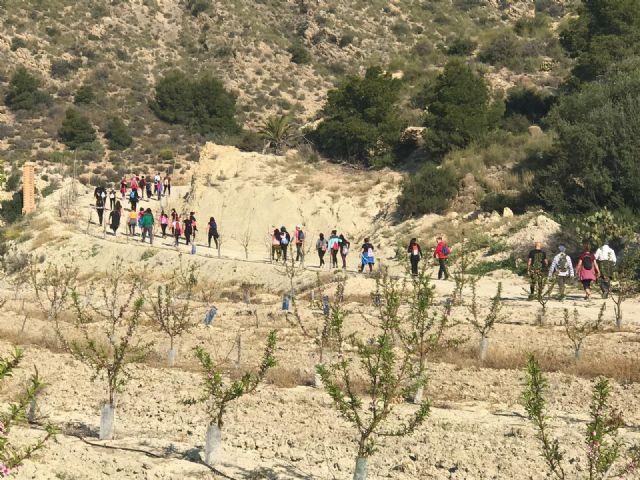 Los picachos de Verdelena acogieron la sexta ruta senderista del Colegio El Ope - 1, Foto 1