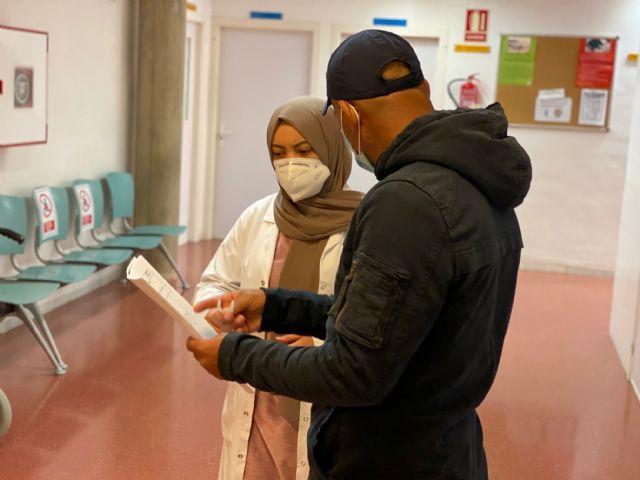 Mediadora intercultural en los centros de salud del municipio - 3, Foto 3