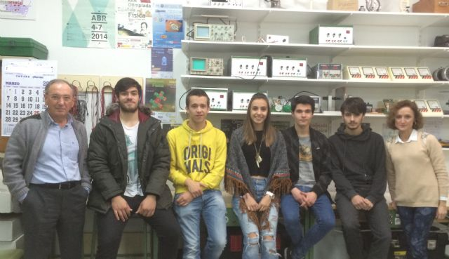 Students International Baccalaureate IES Juan de la Cierva obtained important successes in the regional Olympiad in Physics and Chemistry, Foto 1