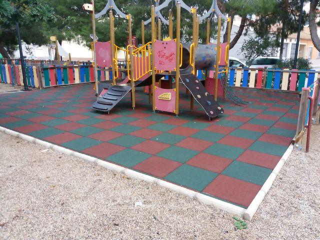 Parques y Jardines renovará antes del verano el 100% de las losetas en las áreas de juegos infantiles, Foto 1