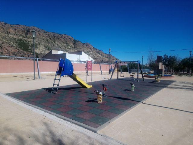 Parques y Jardines renovará antes del verano el 100% de las losetas en las áreas de juegos infantiles, Foto 2