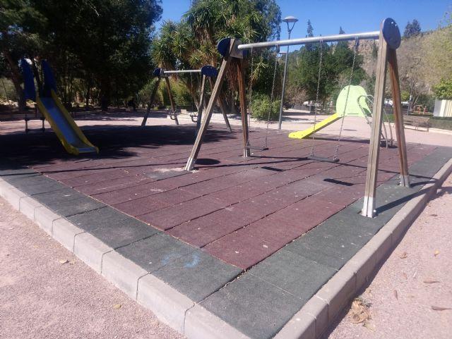 Parques y Jardines renovará antes del verano el 100% de las losetas en las áreas de juegos infantiles, Foto 3