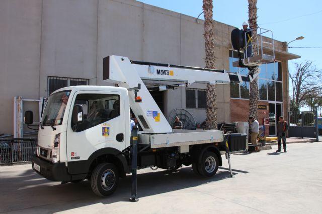 El Ayuntamiento adquiere un vehículo con plataforma telescópica para las brigadas municipales, Foto 2