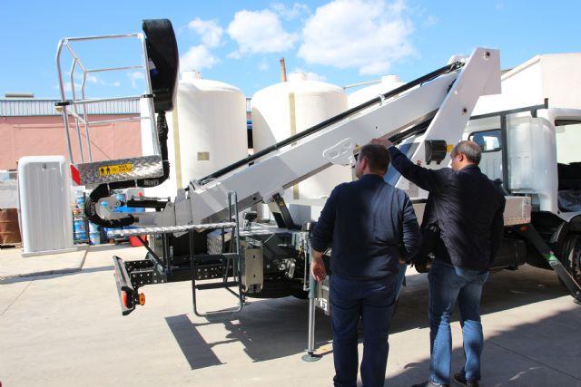 El Ayuntamiento adquiere un vehículo con plataforma telescópica para las brigadas municipales, Foto 4