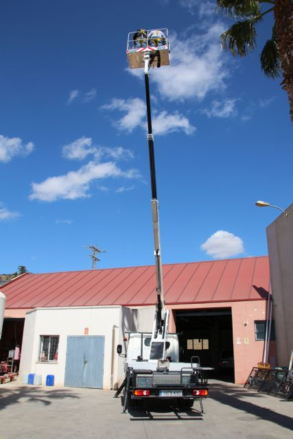 El Ayuntamiento adquiere un vehículo con plataforma telescópica para las brigadas municipales, Foto 5