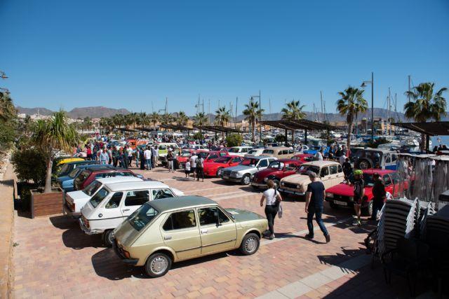 Concentración de vehículos clásicos en Puerto de Mazarrón, Foto 1