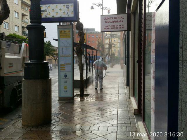 El Ayuntamiento de Molina de Segura y Sercomosa  llevan a cabo la limpieza de choque y desinfección en vía pública, edificios públicos, parques y jardines y contenedores de residuos para prevenir expansión del COVID-19 - 3, Foto 3