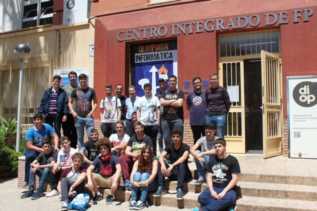 Alumnos del IES Miguel Hernández consiguen el primer premio en el XIV Concurso Regional de Modding, Foto 1