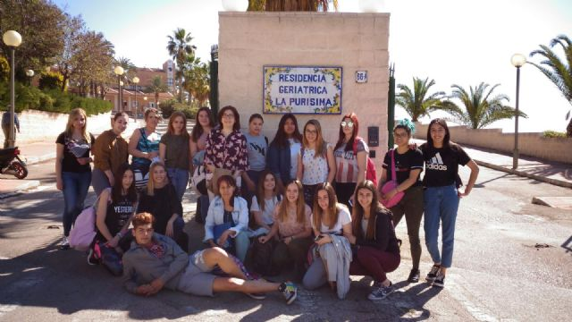 """Students of the IES """"Prado Mayor"""" of """"Hairdressing and Hair Cosmetics"""" show their knowledge in the Residence """"La Purisima"""""""