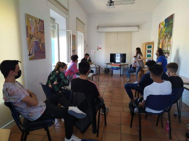 [La Concejalía de Igualdad organiza talleres con jóvenes coincidiendo con el Día Internacional contra la Homofobia