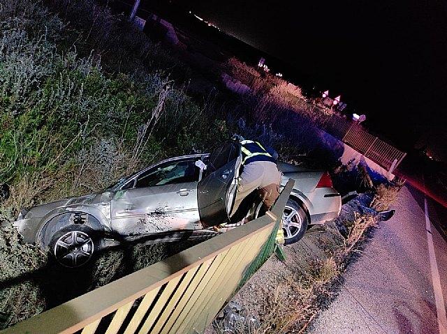 Rescatada y trasladada al hospital la conductora de un turismo accidentado en la carretera N-340A, en Alhama de Murcia - 1, Foto 1