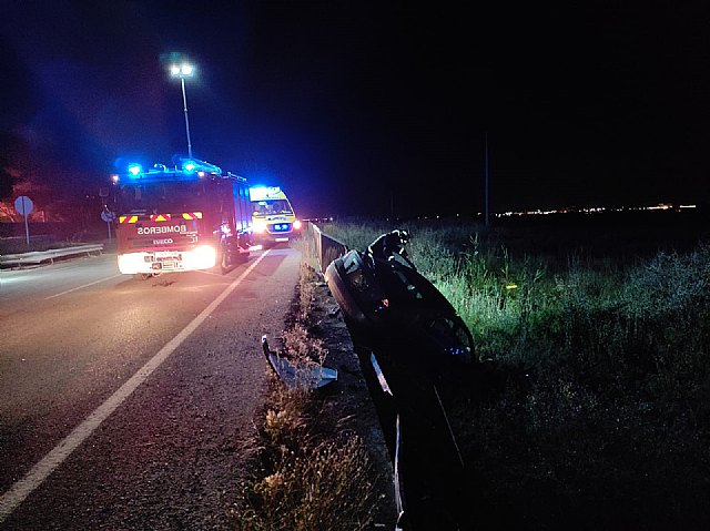 Rescatada y trasladada al hospital la conductora de un turismo accidentado en la carretera N-340A, en Alhama de Murcia - 2, Foto 2