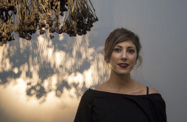 El Cendeac cierra el ciclo 'Miradas Cercanas' con una visión sobre lo efímero de la artista murciana Ester Travel, Foto 1