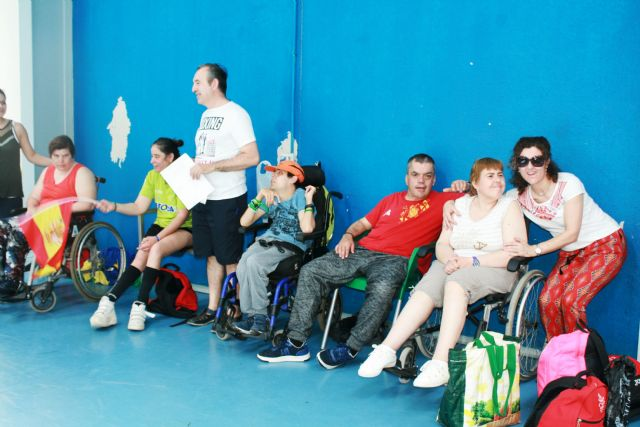 Users of three centers with intellectual disabilities in the region celebrate a sports day of coexistence in Totana contesting contests and contests, Foto 2
