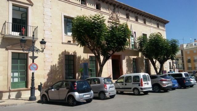Se recuerda a los conductores que está prohibido estacionar frente a las fachadas del Ayuntamiento y la iglesia de Santiago - 3, Foto 3