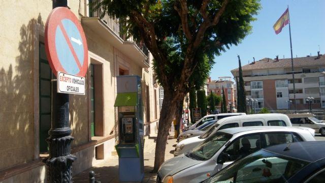 Se recuerda a los conductores que está prohibido estacionar frente a las fachadas del Ayuntamiento y la iglesia de Santiago - 4, Foto 4