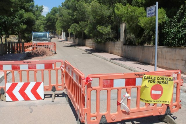 This week, the urgent renovation works of the main drinking water pipeline on Calle Badajoz, in the