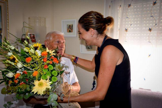 La Alcaldesa felicita al algaidero Daniel López González que hoy cumple 100 años - 1, Foto 1