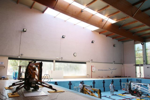 Comienzan las obras de sustitución de la cubierta de la piscina climatizada, Foto 3