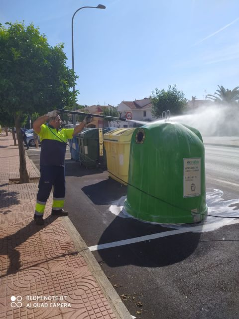 El Ayuntamiento de Puerto Lumbreras lleva a cabo la campaña de verano de limpieza y desinfección de baterías de contenedores - 1, Foto 1