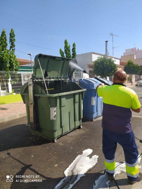 El Ayuntamiento de Puerto Lumbreras lleva a cabo la campaña de verano de limpieza y desinfección de baterías de contenedores - 2, Foto 2