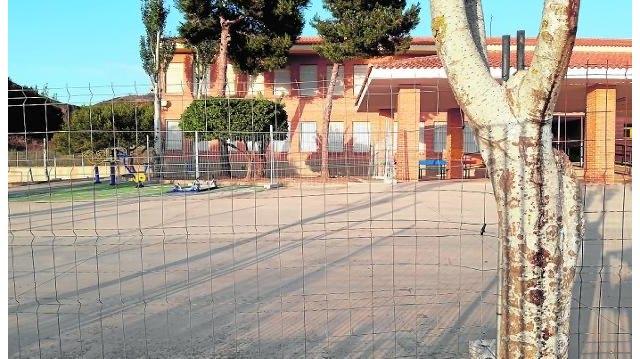 El PP solicita la dimisión del alcalde por dejación de funciones durante dos años en el colegio Enrique Viviente - 2, Foto 2