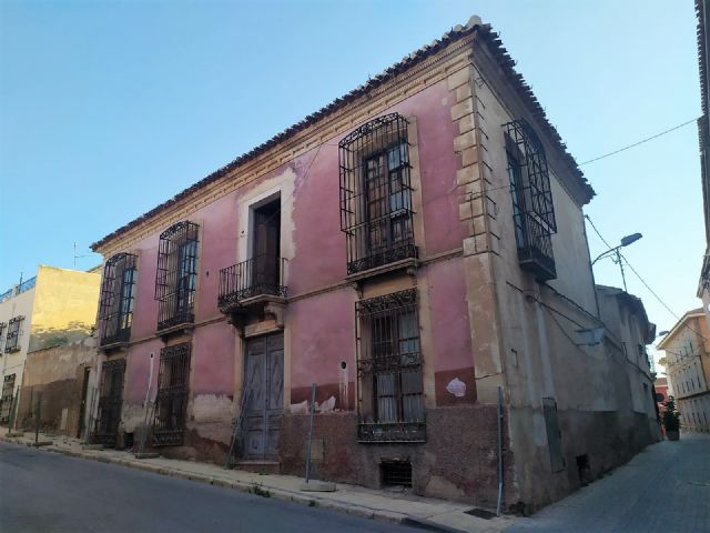 The PP denounces the poor condition of Calle Mayor Sevilla and its surroundings due to the neglect of the government team