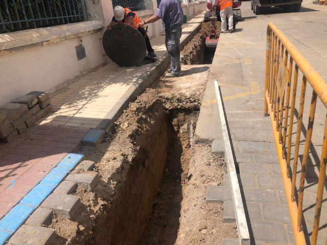 El Ayuntamiento de Los Alcázares acuerda con la empresa Aqualia la mejora de la red de saneamiento del entorno de la Base Militar - 1, Foto 1