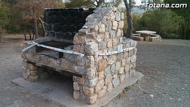 Eliminarán las barbacoas que quedan en las áreas recreativas de Sierra Espuña, excepto las del entorno de la Santa, Foto 1