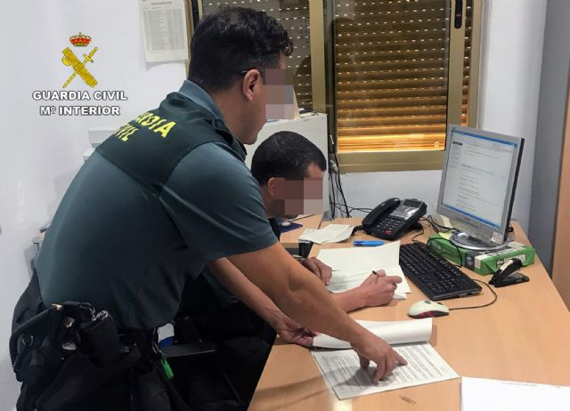 La Guardia Civil detiene a un vecino de Mula dedicado a estafar a través de Internet - 2, Foto 2