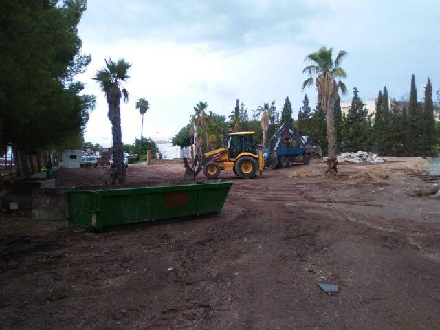 El Ayuntamiento de Lorca inicia el acondicionamiento del solar anexo al Hospital Rafael Méndez para incrementar el número de plazas de aparcamiento