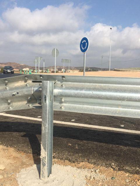 El PSOE solicitará en el próximo pleno la protección de los guarda railes de la nueva redonda del mercado de ganado - 2, Foto 2