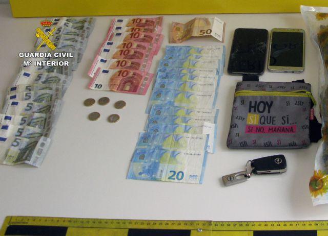 La Guardia Civil detiene a tres jóvenes sorprendidos con más de medio kilo de marihuana en Totana