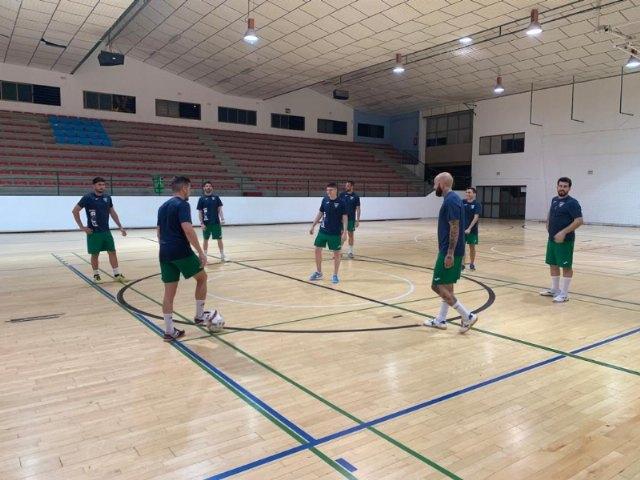 El Pabellón Municipal de Deportes Manolo Ibáñez acoge desde ayer los entrenamientos de pretemporada del C.F.S. Capuchinos - 2, Foto 2
