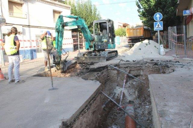 Prosiguen las obras de arreglo de un tramo de la red de alcantarillado en la calle General Aznar - 1, Foto 1