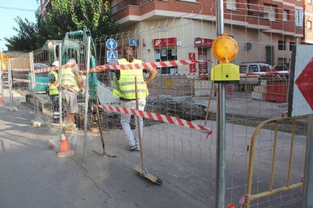 Prosiguen las obras de arreglo de un tramo de la red de alcantarillado en la calle General Aznar - 3, Foto 3