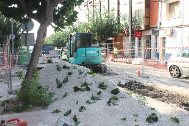 Prosiguen las obras de arreglo de un tramo de la red de alcantarillado en la calle General Aznar - 4, Foto 4