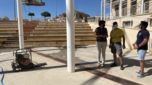 El Ayuntamiento lleva a cabo labores de acondicionamiento en el patio del Centro Cívico, que albergará los conciertos de las Fiestas Patronales - 1, Foto 1