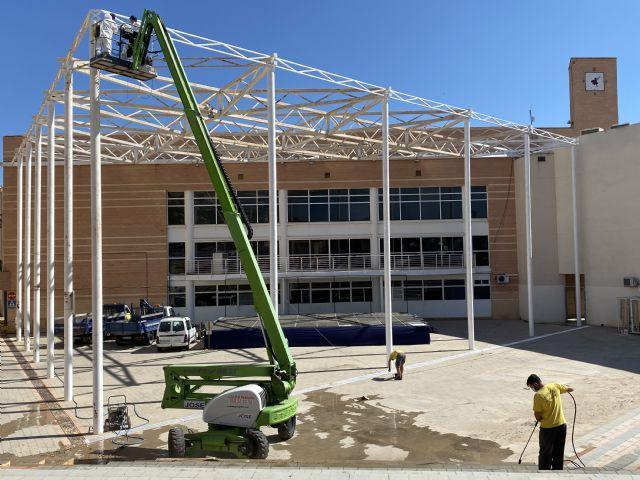 El Ayuntamiento lleva a cabo labores de acondicionamiento en el patio del Centro Cívico, que albergará los conciertos de las Fiestas Patronales - 2, Foto 2