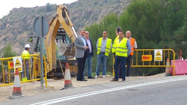 La Comunidad inicia la construcción de una semiglorieta en Ojós para mejorar la parada y el acceso de autobuses al cementerio municipal - 1, Foto 1