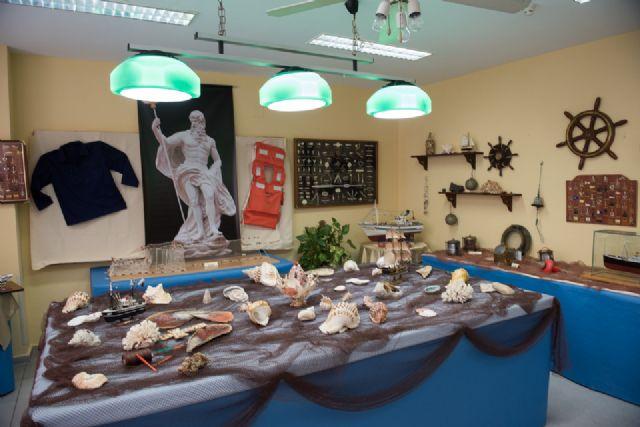 Los mayores de Puerto de Mazarrón celebran el xxiv aniversario de su Centro de Día con una exposición dedicada al mar, Foto 4