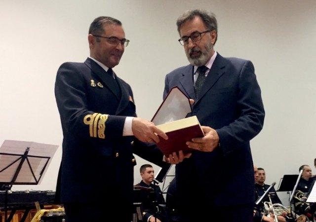 El RCR Santiago de la Ribera otorgo el título de Socio de Honor a la Armada Española - 2, Foto 2