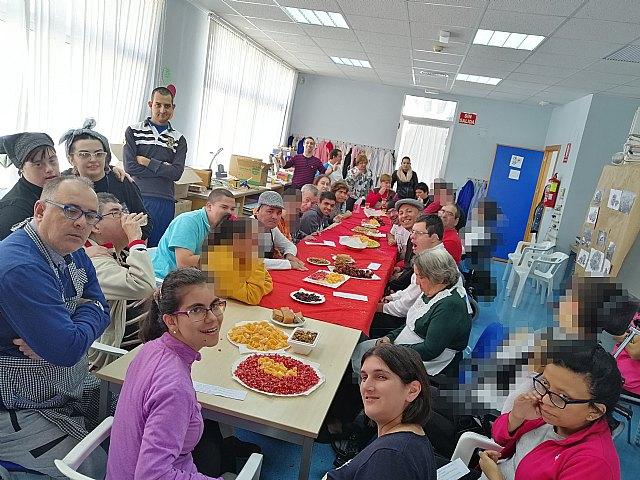 Fiesta de la Castañada en el centro de día de personas con discapacidad intelectual - 3, Foto 3