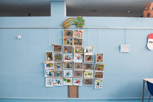 La artista y pedagoga Vanesa Castaño enseña a pintar sobre vidrio a los usuarios del Centro de Día - 2, Foto 2