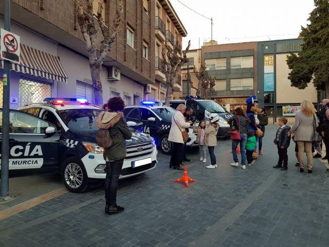La Policía Local se acerca a los vecinos en el día de su patrón, Foto 1