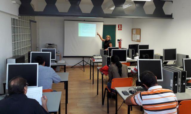 El Servicio de Integración Laboral de FAMDIF imparte un taller de búsqueda activa de empleo en Torre Pacheco - 1, Foto 1