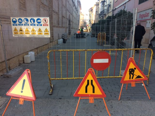 Starts the repair of the damages in the cobbled streets Santiago, San Ramón, Macario and Raso de Andreo