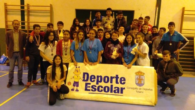 The Local Phase of Children's Futsal, cadet and juvenile of School Sports ends, with the award of trophies to the best classified teams