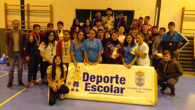 Finaliza la Fase Local de Fútbol Sala infantil, cadete y juvenil de Deporte Escolar, con la entrega de trofeos a los mejores equipos clasificados